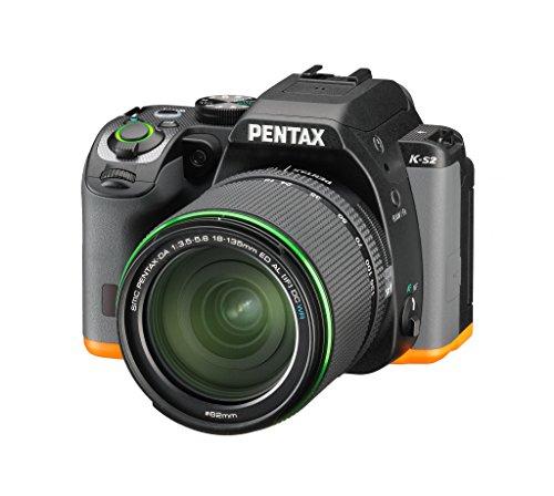 Pentax K-S2 Spiegelreflexkamera (20 Megapixel, 7,6 cm (3 Zoll) LCD-Display, Full-HD-Video, Wi-Fi, GPS, NFC, HDMI, USB 2.0) Kit inkl. 18-135mm WR-Objektiv schwarz/orange - 1